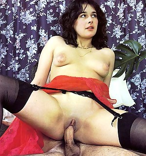 Wet seventies lady gets shaved and enjoys a double pounding