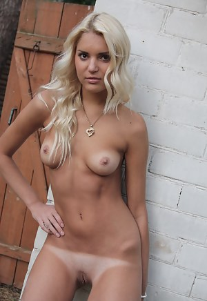 Fresh Tanned Teen XXX Pictures