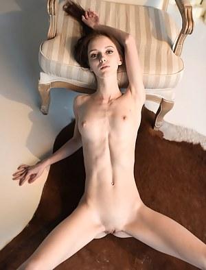 Fresh Skinny Teen XXX Pictures