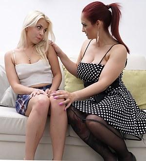 Hot MILF doing a cute lesbian teeny babe