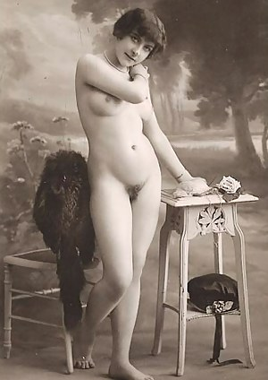 Full frontal vintage nudity chicks posing in the thirties