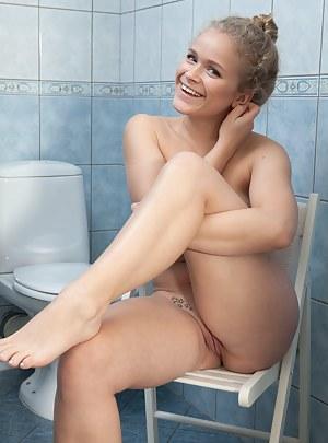 Fresh Teen Toilet XXX Pictures