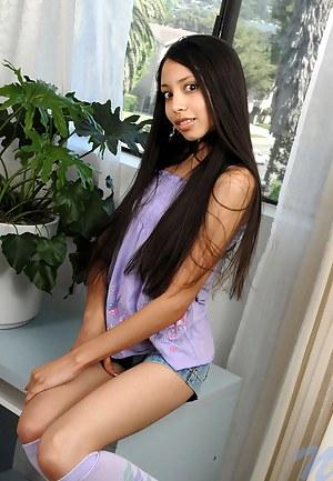 Fresh Latina Teen XXX Pictures